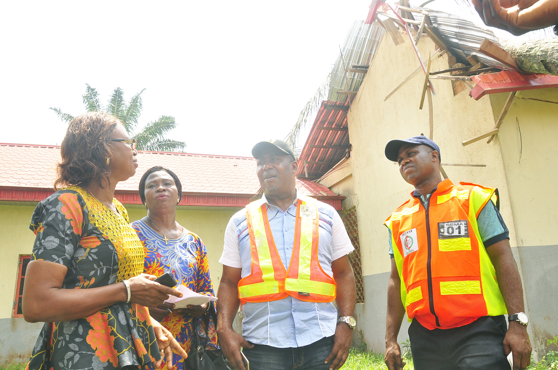 Special Adviser to Edo State Governor on Special Duties, Hon. Yakubu Gowon (2nd right), with other members of the state government's delegation, during a visit for an assessment of the impact of a windstorm in Iguobazuwa, headquarters of Ovia South-West Local Government Area, in Edo State